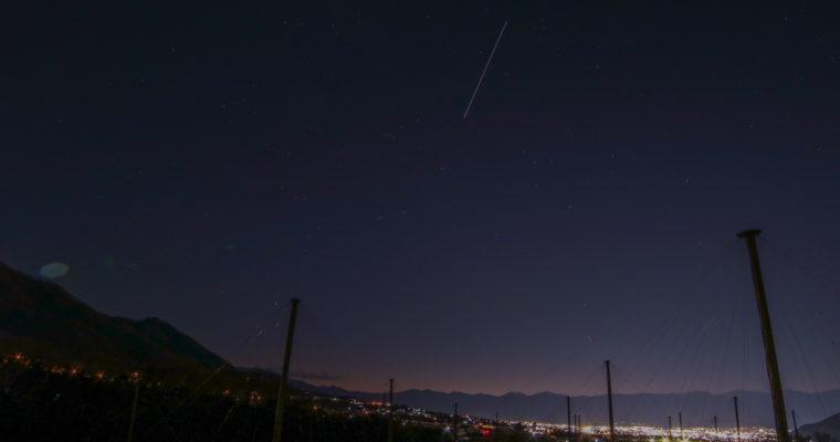 甲府盆地上空を飛ぶ宇宙ステーション